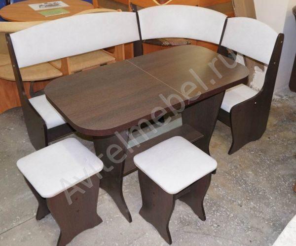 Кухонный уголок с раздвижным столом